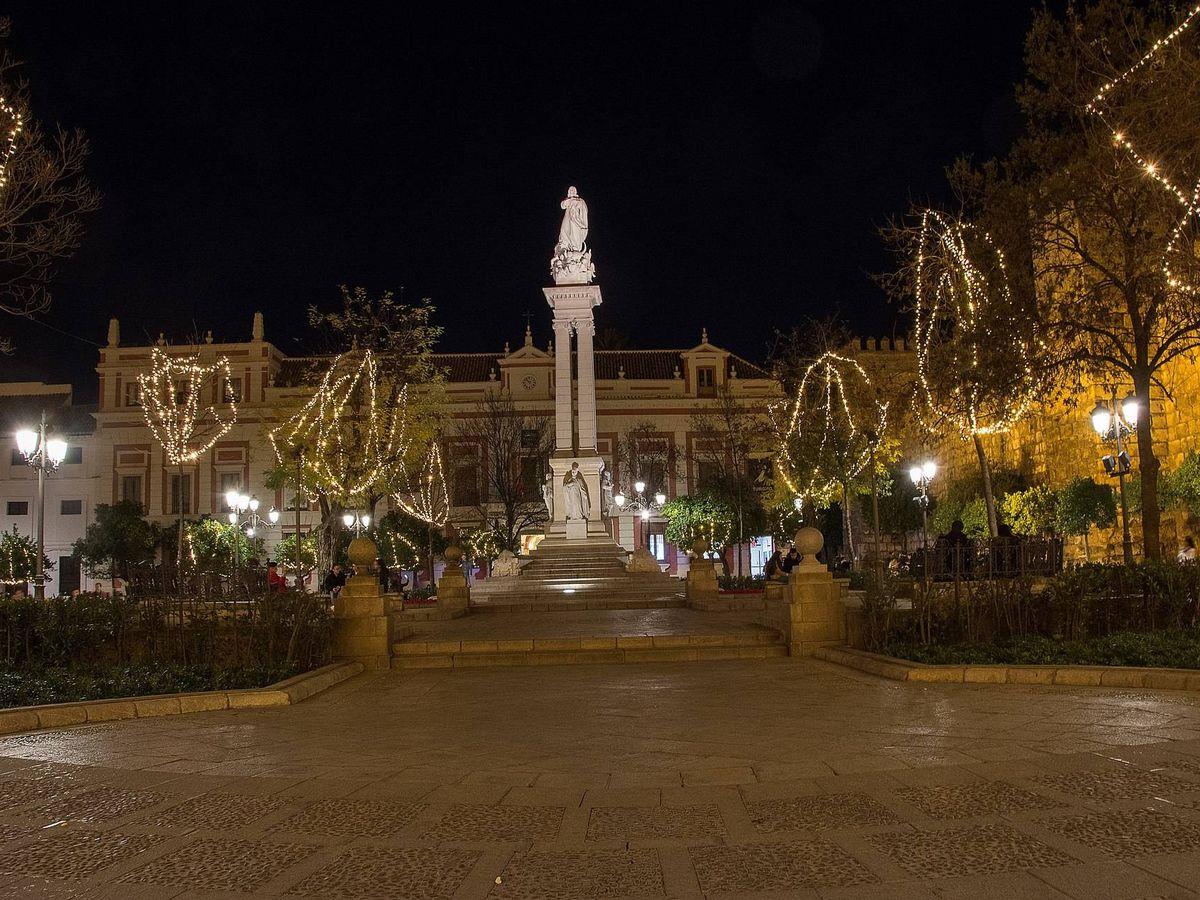 Foto: Monumento a la Inmaculada en el centro de Sevilla.