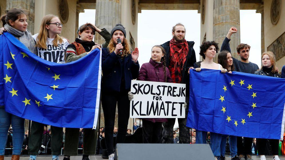Foto: La activista Greta Thunberg se manifiesta junto a otros jóvenes en Berlín. (Reuters)
