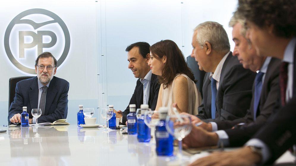 Foto: El líder del PP, Mariano Rajoy (i), durante una reunión del comité de dirección del partido. (EFE)