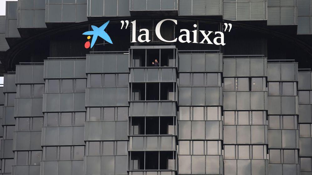 Foto: Exterior de la dede de CaixaBank en Barcelona. (Reuters)