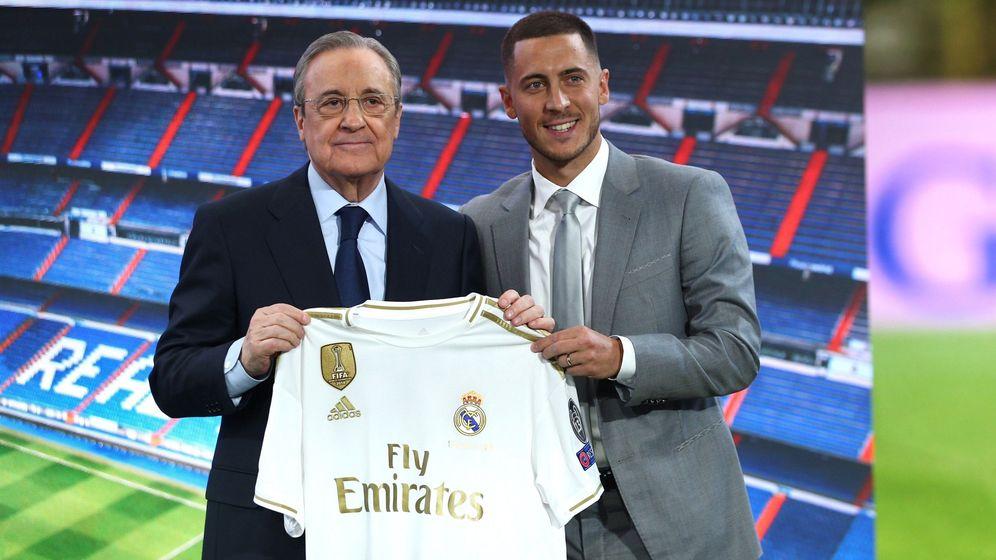Foto: Florenrtino Pérez y Eden Hazard en el día de la presentación del belga en el palco del Bernabéu. (Efe)