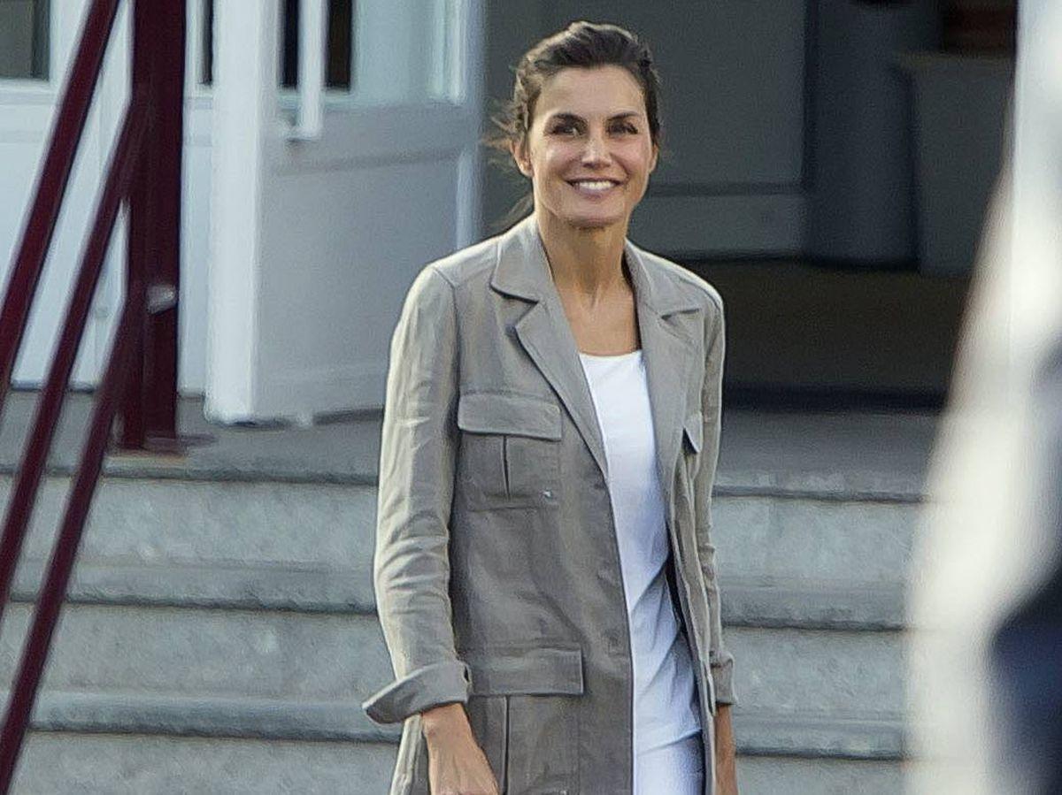 Foto: La reina Letizia, en el colegio de Leonor y Sofía. (Cordon Press)