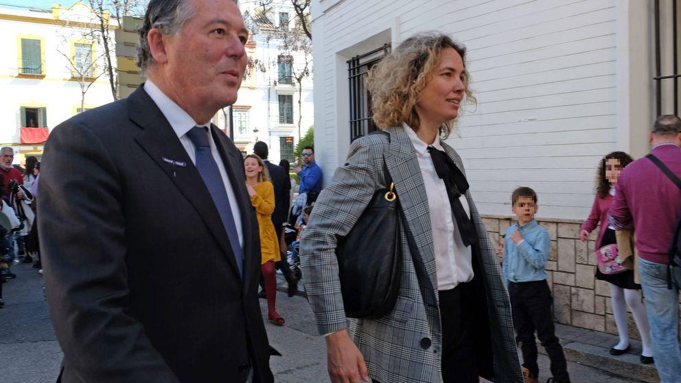 El paseo de enamorados de Michavila y Alejandra Salinas en Sevilla