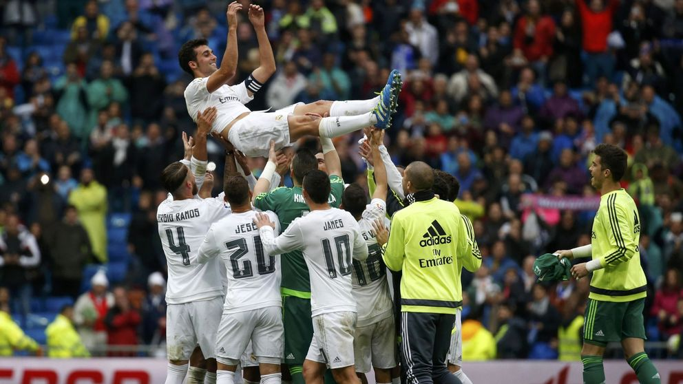 Arbeloa tuvo mejor despedida del Bernabéu que Casillas y Raúl