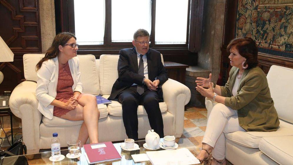 Foto: Mónica Oltra, Ximo Puig y Carmen Calvo, este jueves en Valencia en el Palau de la Generalitat. (GVA)
