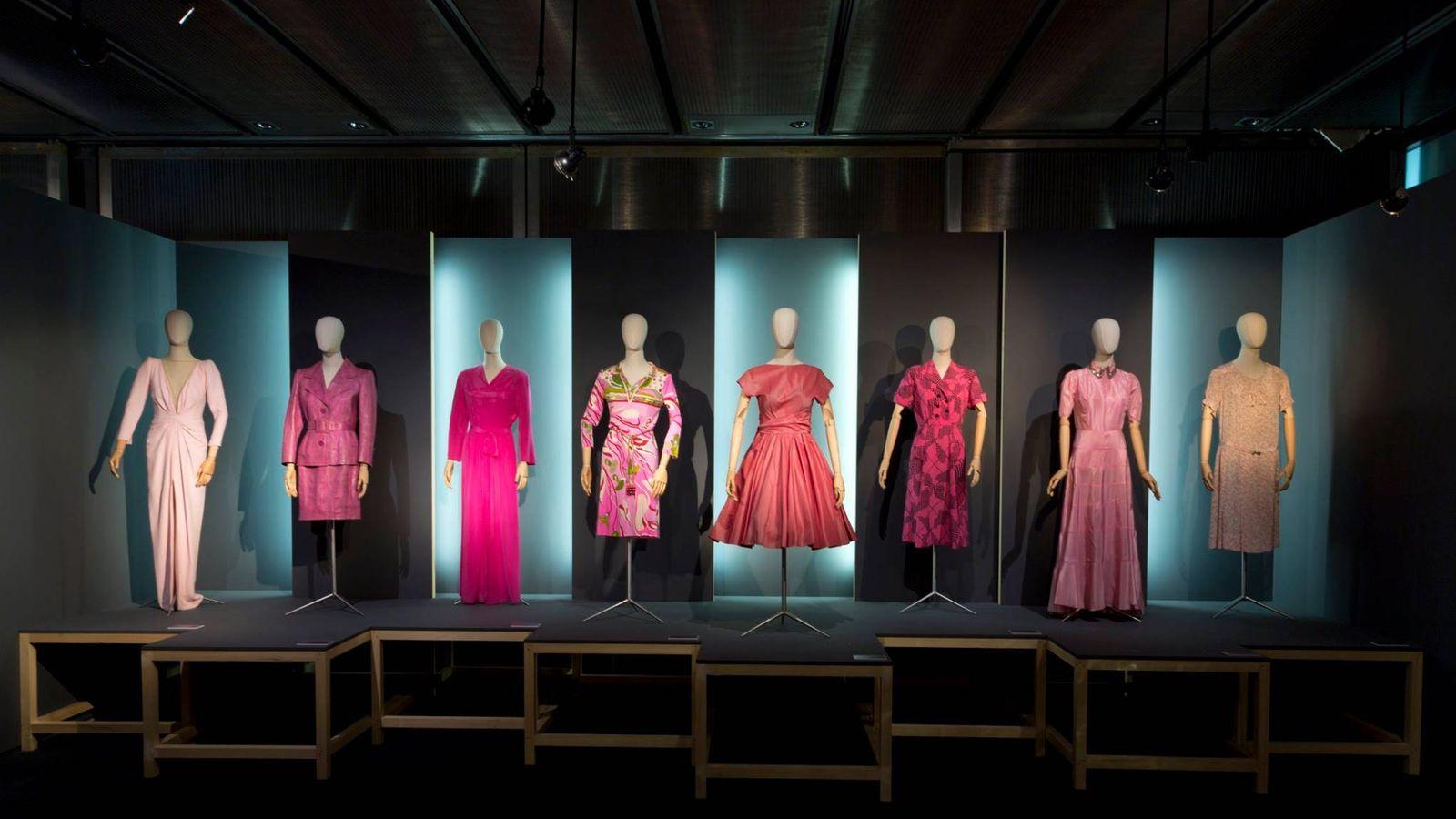 Foto: ¿Preparado para una gran explosión rosa? Esto es lo que te espera en la nueva exposición del Museo del Traje. (Cortesía)