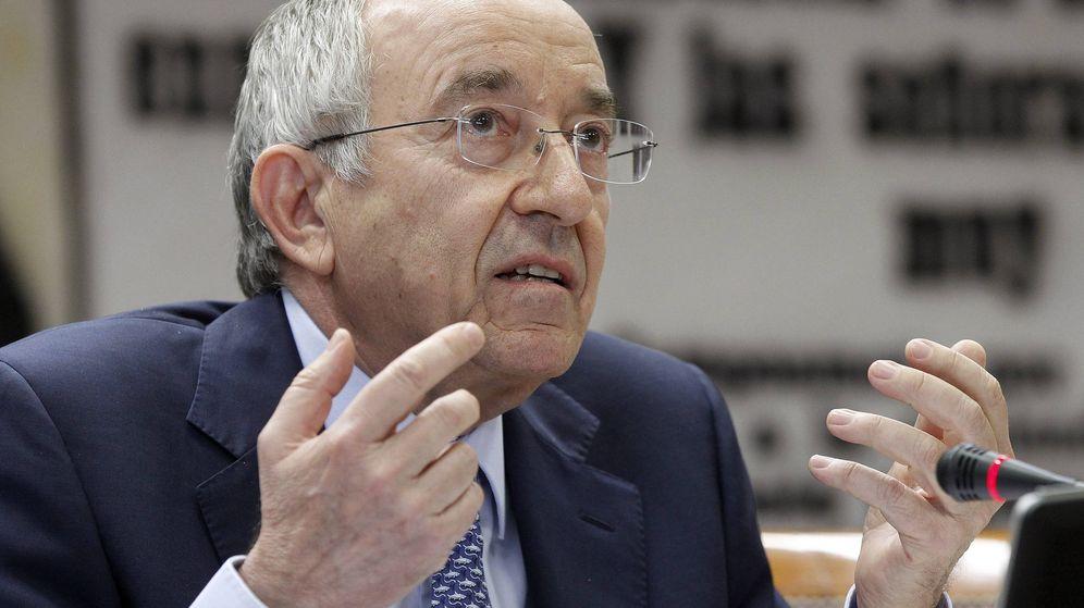 Foto: Miguel Ángel Fernández Ordóñez, durante su comparecencia ante la comisión de Presupuestos del Senado, en 2012. (EFE)