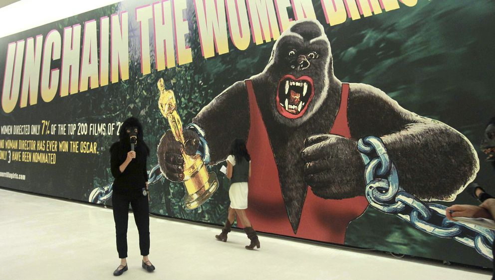 Foto: Una imagen de la retrospectiva de las Guerrilla Girls, en Alhóndiga Bilbao, en 2013. (EFE)