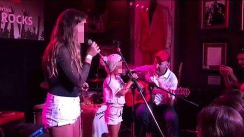 Las hijas de Bimba Bosé, Dora y June, dan su primer concierto como cantantes