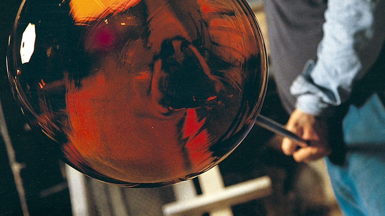Foto: El jarrón Riccio es un excelente ejemplo de la tradición artesana del cristal  de Murano, que destaca por su singular textura y contrastes cromáticos.