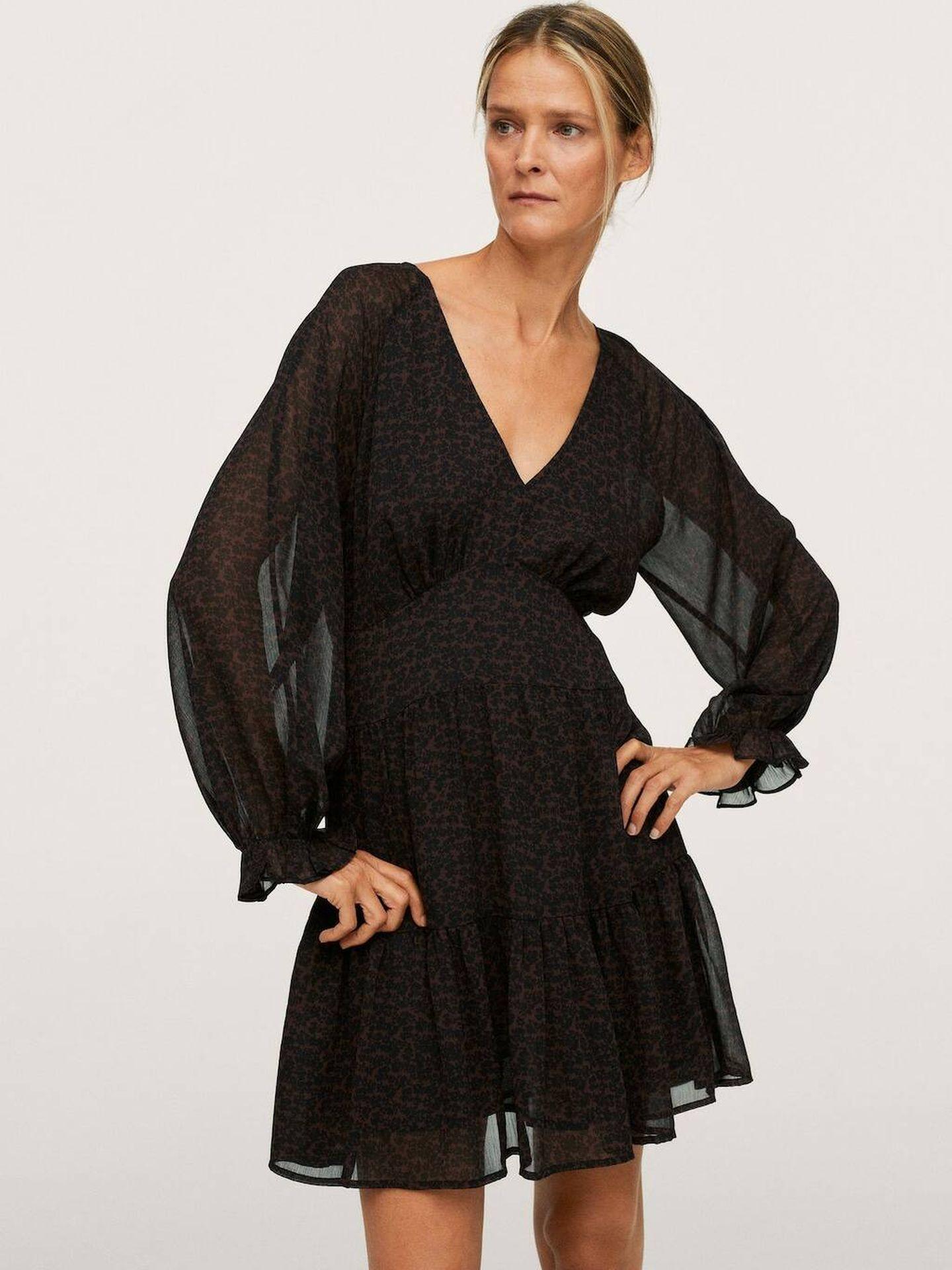 Vestido negro de Mango. (Cortesía)