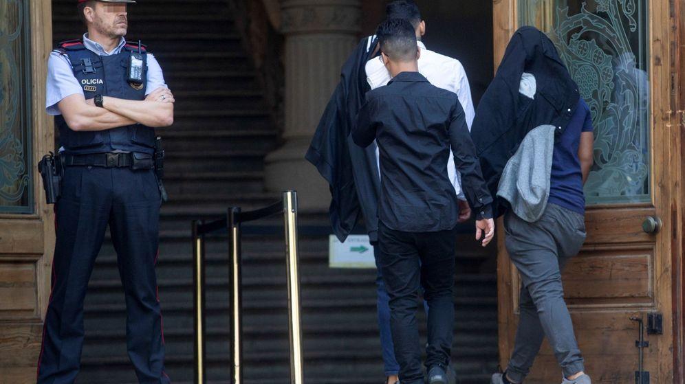 Foto: Juicio contra siete acusados de la violación múltiple de una menor en Manresa. (Efe)