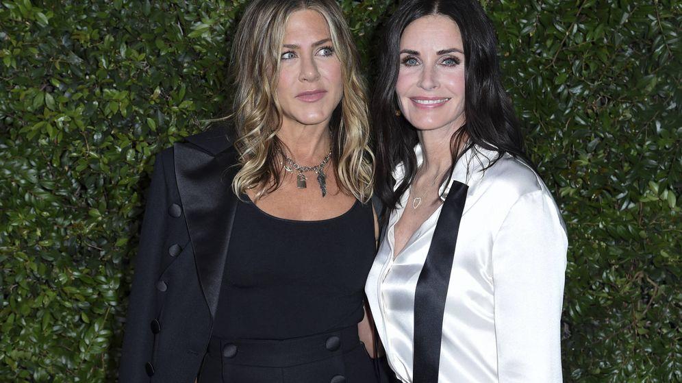 Foto: Jennifer Aniston y Courteney Cox en la fiesta de Chanel.