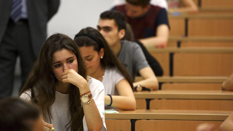 Foto: Estudiantes realizando el examen de selectividad en Sevilla el 16 de junio de 2015. (Reuters/Marcelo del Pozo)