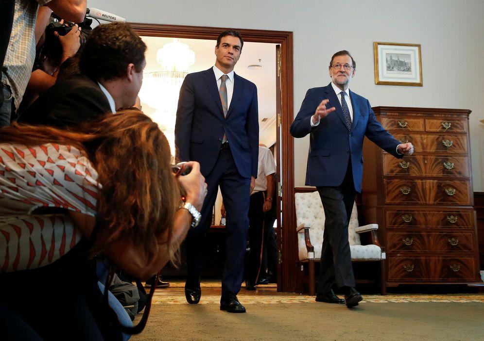 Foto: Pedro Sánchez y Mariano Rajoy llegan a su última reunión, el pasado 29 de agosto en el Congreso, la víspera de la investidura fallida del líder del PP. (Reuters)