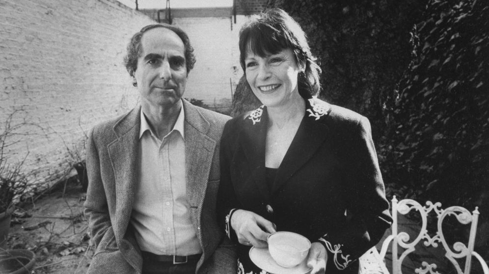 Foto: Philip Roth con la actriz Claire Bloom, antes de casarse. (Getty)