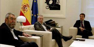 Foto: Moncloa trabaja en un gran pacto con CEOE y sindicatos al margen del PP
