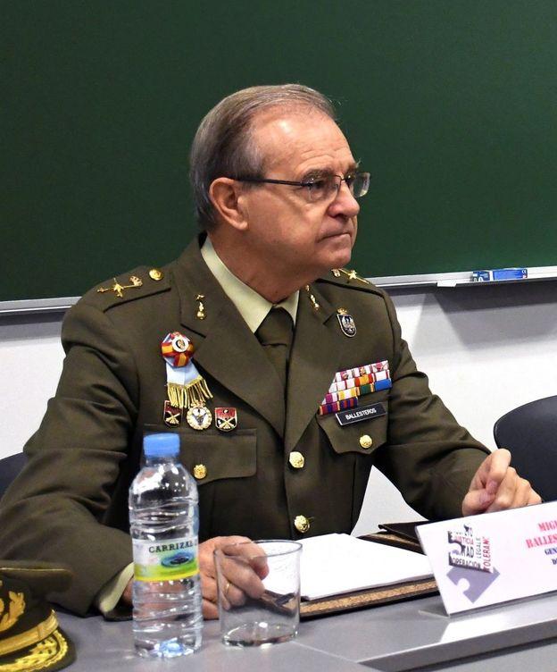 Foto: El General Miguel Ángel Ballesteros en la izquierda de la imagen. (EFE)