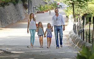 Los príncipes de Asturias posan con sus hijas en La Granja de Esporlas