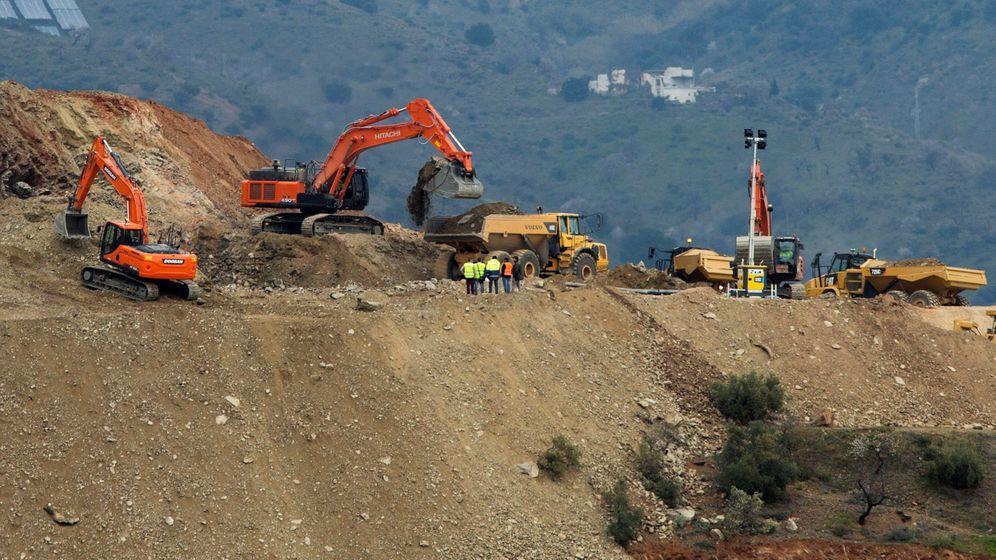 Foto: Máquinas trabajando en el pozo donde cayó Julen. (EFE)