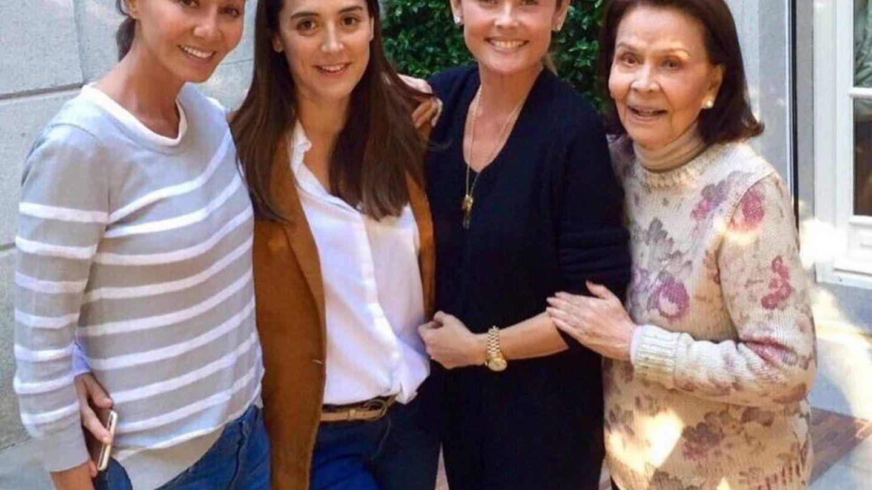 Isabel Preysler, Tamara, Joanna Preysler y Betty Arrastia. (Redes)