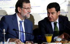 Moreno, griposo, 'vende' hiperoptimismo de mayoría absoluta delante del jefe Rajoy
