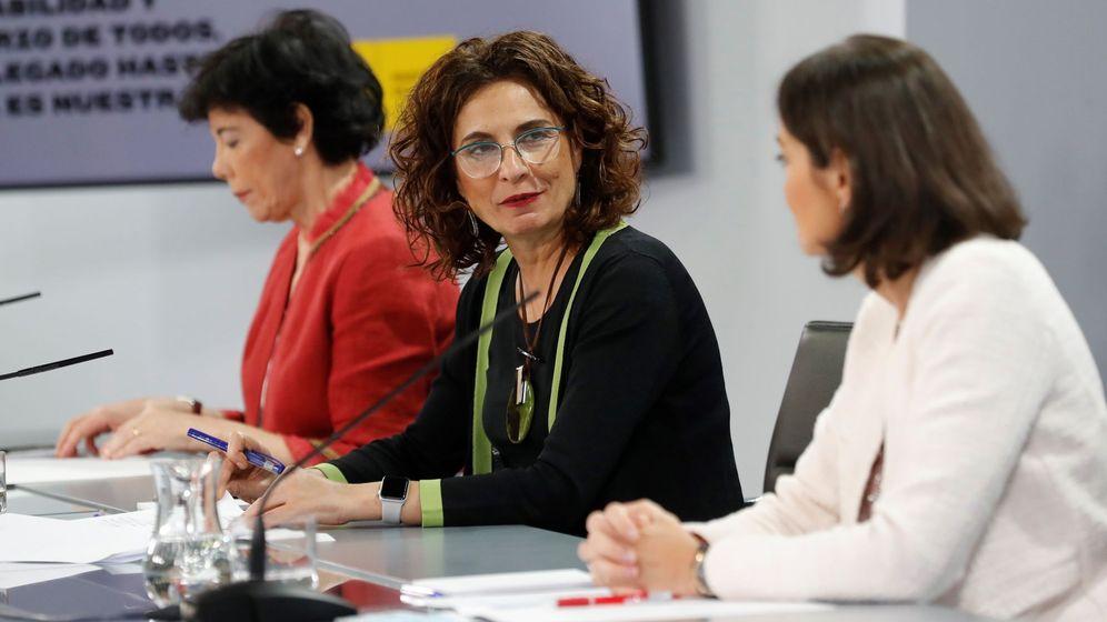 Foto: La ministra de Hacienda, María Jesús Montero, en la rueda de prensa. (EFE)