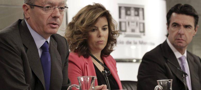 Foto: El ministro de Justicia, Alberto Ruiz-Gallardón (i), tras una reunión del Consejo de Ministros. (EFE)