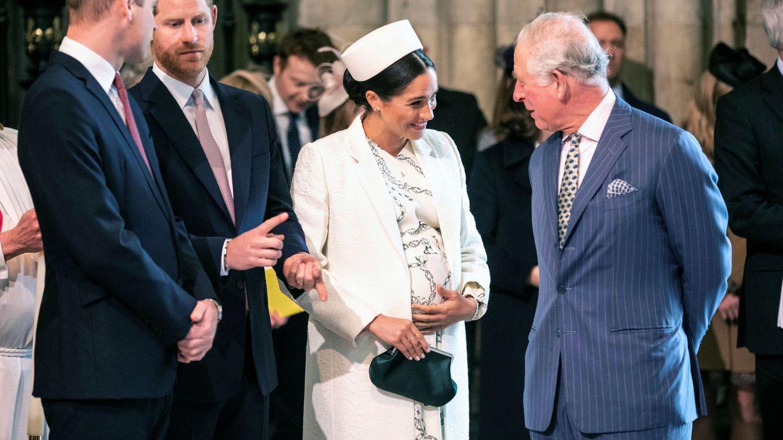 Meghan Markle y el príncipe de Gales, charlando durante su último encuentro. (Reuters)