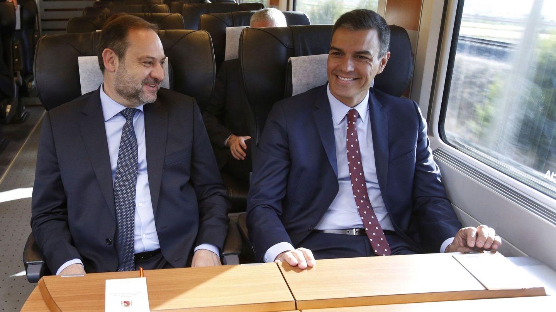 José Luis Ábalos y Pedro Sánchez. (EFE)