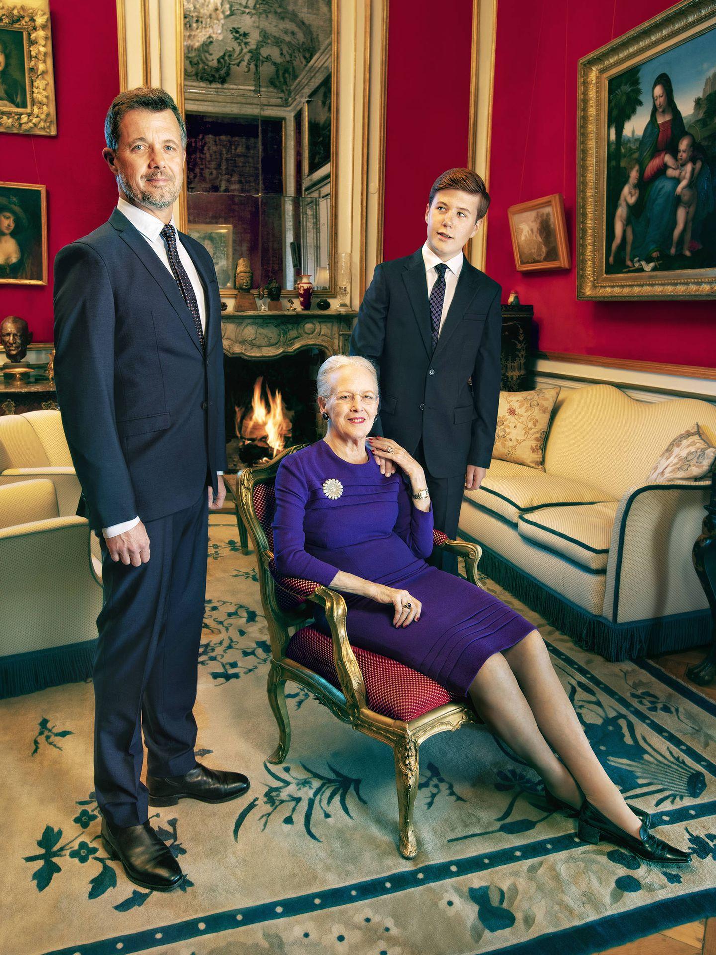 La reina Margarita junto a los príncipes Federico y Chistian. (Per Morten Abrahamsen / Casa Real de Dinamarca)