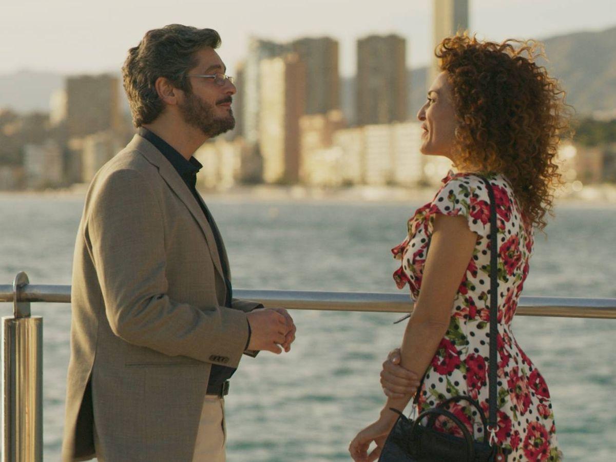 Foto: Antonio Pagudo y María Almudéver, en 'Benidorm'. (Atresmedia)