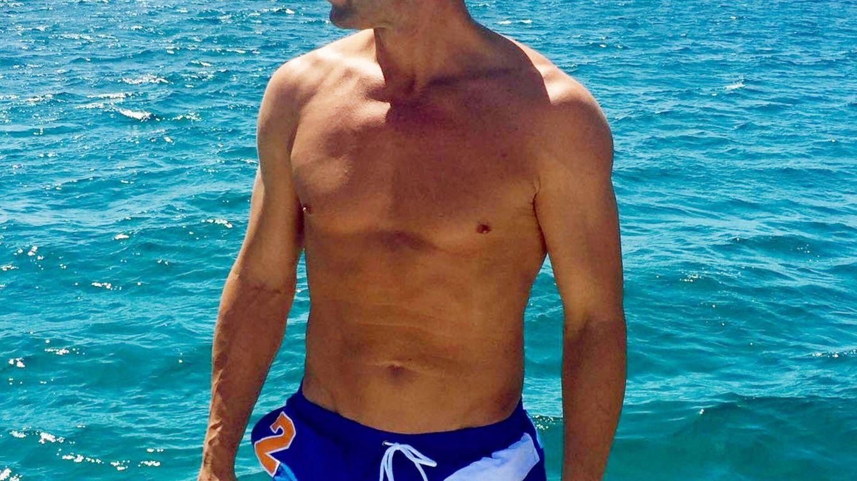 Álvaro Muñoz Escassi, de galán de Carmen Matutes a vigilante de la playa