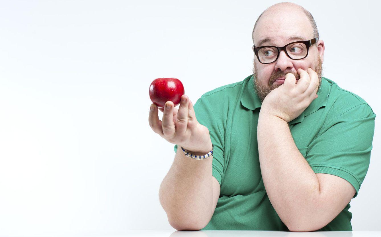 Foto: No te pongas triste que la solución no es comer solo manzanas, simplemente modificar algunas costumbres que ya no son para tu edad. (iStock)