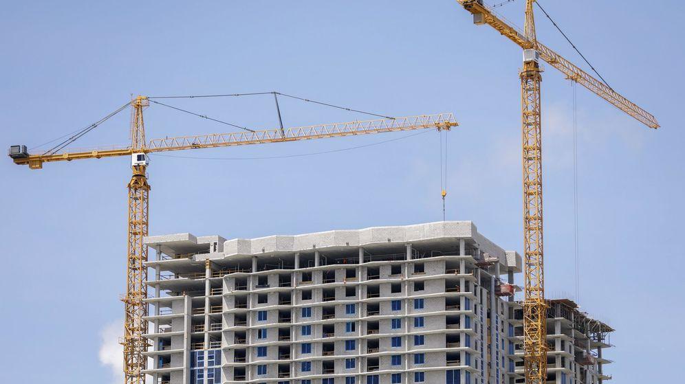 Foto: Un edificio de viviendas en construcción. (EFE)