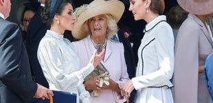 Post de Letizia, Camilla, Kate, Isabel II... Los trucos de cada 'royal' para no destrozar sus pies