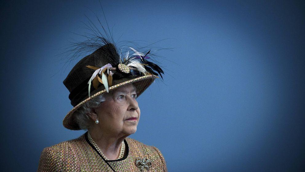 Las claves que demuestran que algo pasa con Isabel II (y no nos lo cuentan)