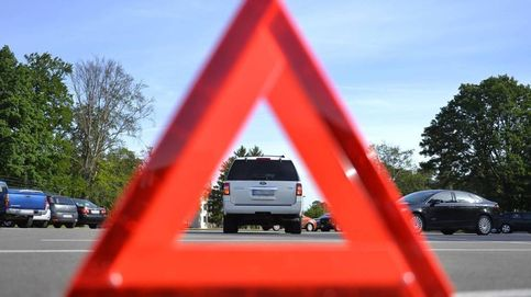 La DGT dice adiós a los triángulos: la luz de emergencia que se va a hacer obligatoria