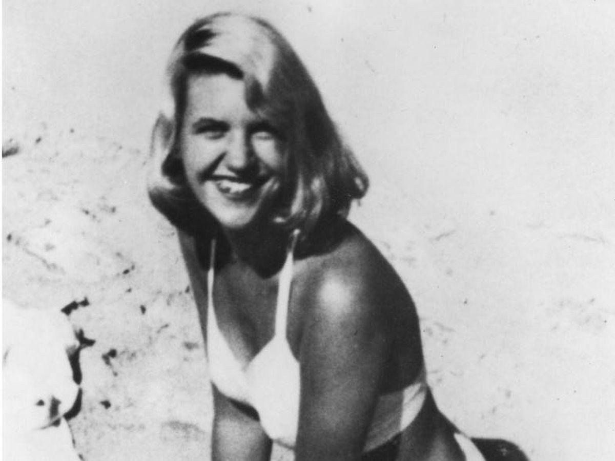 Foto: Sylvia Plath en una playa de Benidorm  (Cordon Press)
