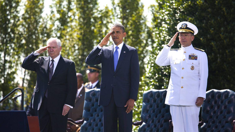 Barack Obama y, a su derecha, Robert Gates, secretario de Defensa también con Bush. (Reuters)