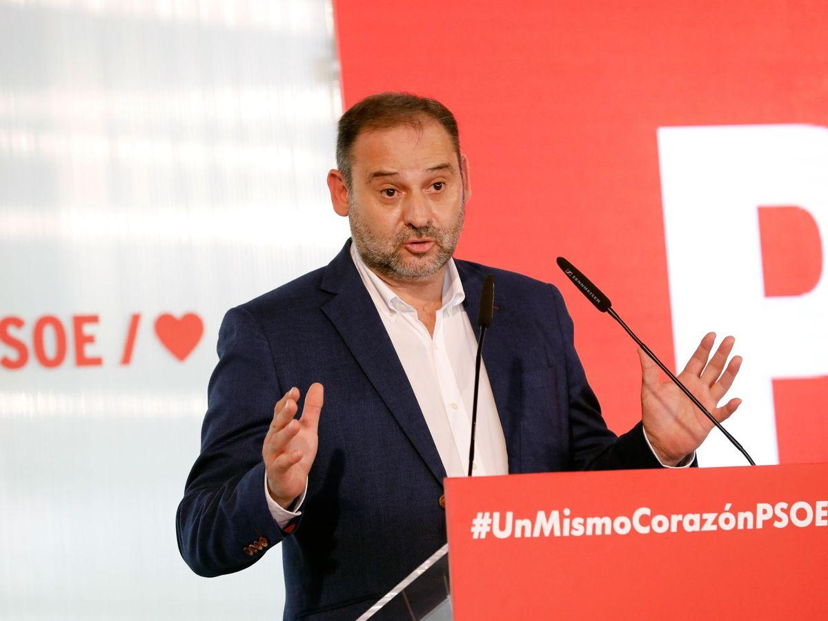 Foto: El ministro de Transportes y secretario de Organización del PSOE, José Luis Ábalos, durante un acto de partido. (EFE)