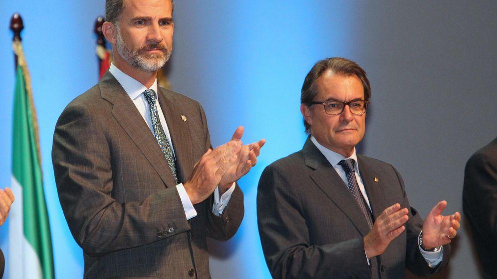 Foto: El rey Felipe junto al presidente de la Generalitat, Artur Mas. (Efe)