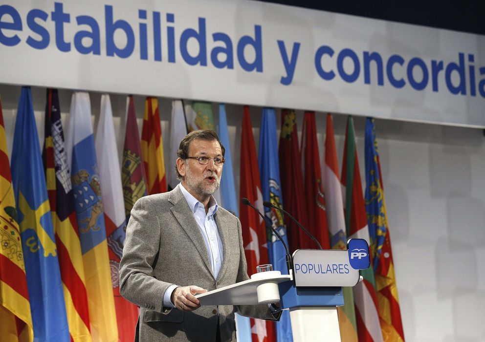 Foto: Rajoy, en un acto del PP en defensa de la Constitución celebrado ayer en La Granja de San Ildefonso (Efe).