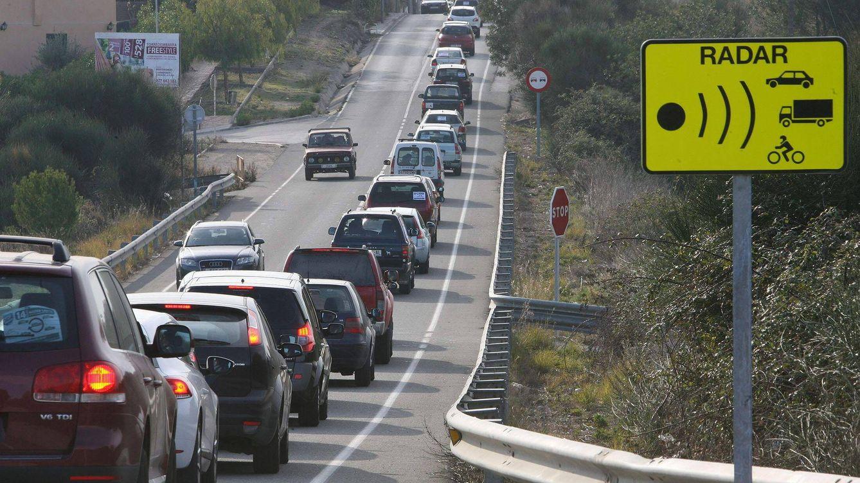 Los radares fijos acechan al salir de Madrid: Tráfico se forra en Segovia y Toledo