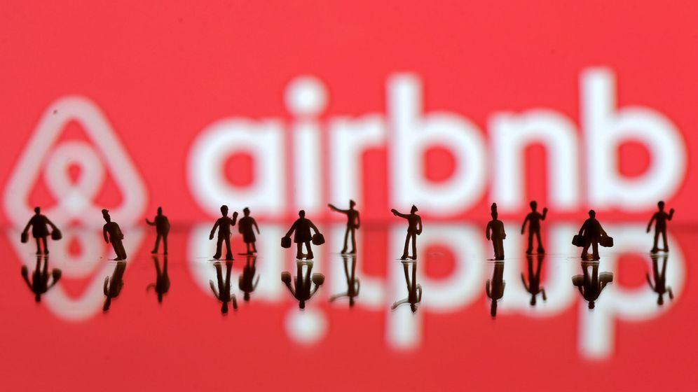 Foto: Cartel de Airbnb (Efe)