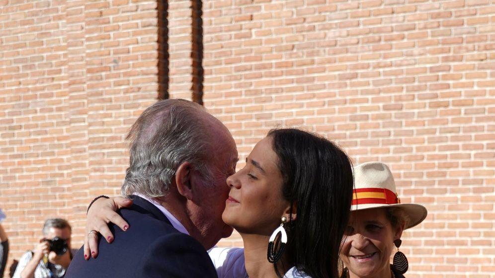 Foto: Victoria Federica y don Juan Carlos en San Isidro.(Cordon Press)
