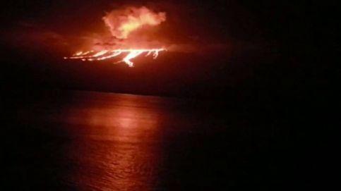 La imagen del volcán ecuatoriano de La Cumbre entrando en erupción