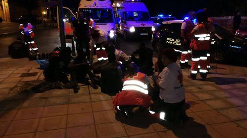 Cerca de 300 inmigrantes intentan saltar la valla de Ceuta con objetos contundentes