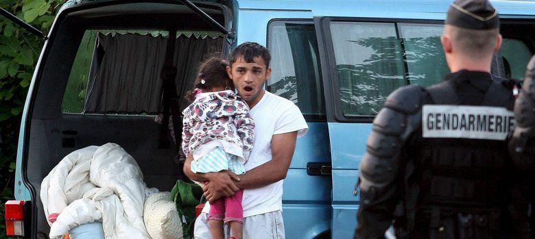 Foto: Evacuación de un asentamiento gitano ilegal en Saint Martin d'Heres, en Francia, en el año 2010 (Efe).