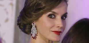 Post de Una imponente Reina Letizia con pendientazos repite éxito